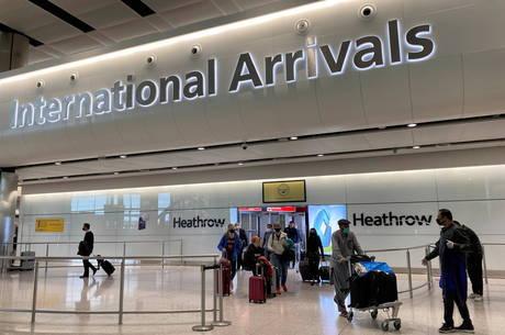 Reino Unido exclui Brasil da lista de turistas permitidos