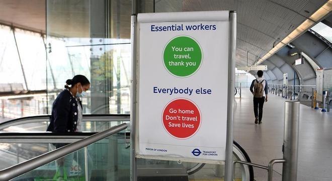 Metrô de Londres: 'Trabalhadores essenciais podem viajar. Outros, fiquem em casa'