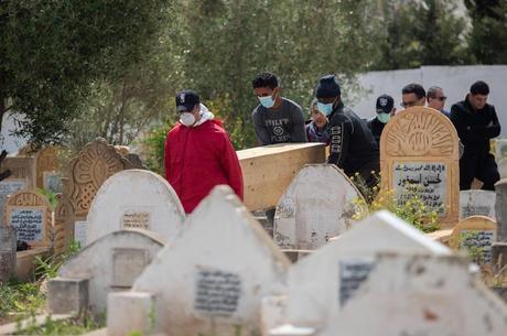 Funeral de vítima da covid-19 no Marrocos