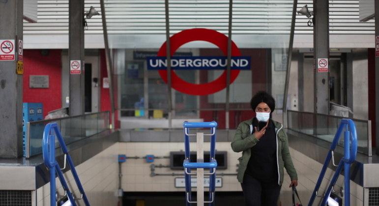 Metrô de Londres regista mais quedas de passageiros durante a pandemia de covid-19