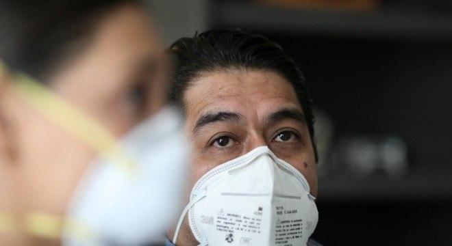O médico José García pegou covid-19 no hospital e infectou a esposa, Ana Cristina