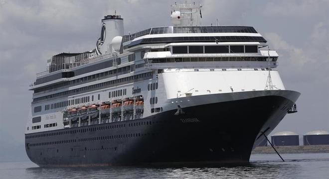 O Zandaam navegava no oceano Pacífico com 1.243 passageiros e 586 tripulantes