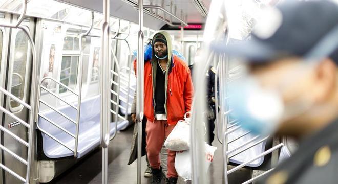 Paralisação do metrô permitiu que 139 pessoas sem teto se abrigassem nos vagões