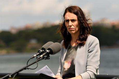 Primeira-ministra Jacinda Ardern em discurso