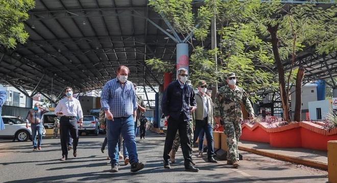 Presidente paraguaio na Ponte da Amizade: mais controle na fronteira com Brasil