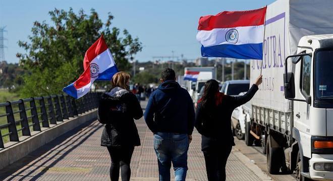 Paraguaios protestam em Assunção contra medidas do governo durante a pandemia