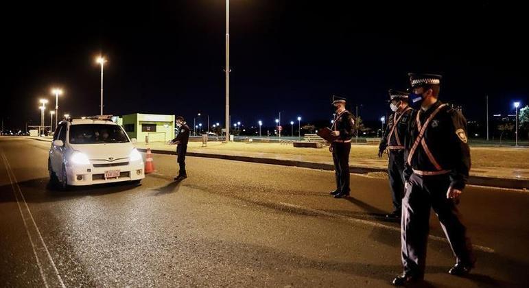 Circulação de veículos  será restrita durante a noite no Paraguai