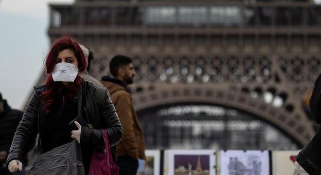 Governo francês cancela eventos fechados com mais de 5 mil pessoas
