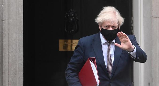 Boris Johnson diz ter feito todo o possível para reduzir os danos da pandemia