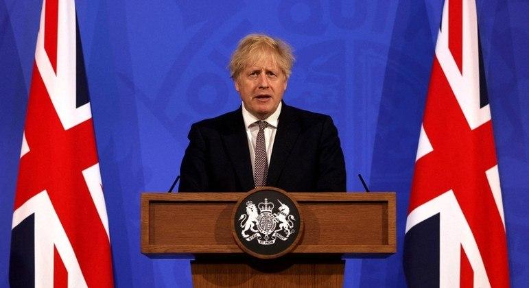 Boris Johnson pediu que britânicos mantenham cautela após relaxamento das medidas