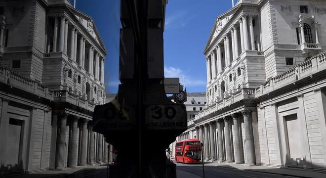 Reino Unido busca alternativas para poder reabrir sua economia