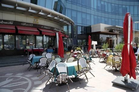 Cafés vazios: aglomerações estão proibidas na Arábia Saudita