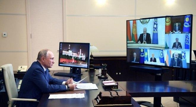 Putin ordenou o início da  vacinação voluntária contra a covid-19