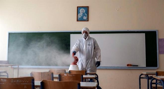 Escolas investem em higienização de ambientes para o retorno presencial