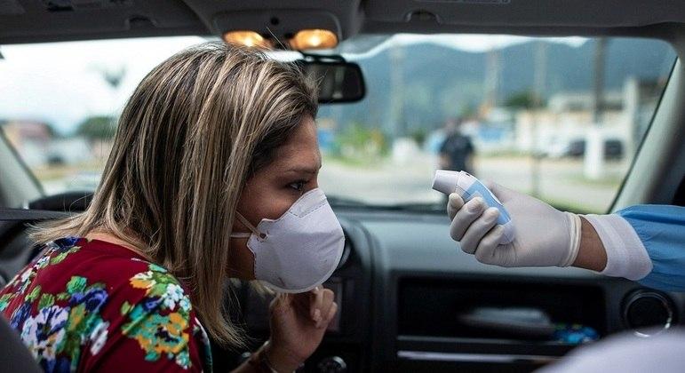 Dirige sem máscara ainda que sozinho? 'Turma das virtudes' costuma destilar o 'ódio do bem'