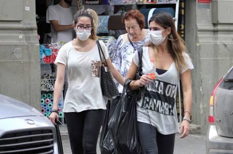 Máscara deve ser usada por quem está com coronavírus