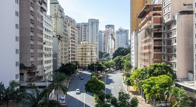 Avenida 9 de Julho, centro de São Paulo, nesta segunda-feira (11)