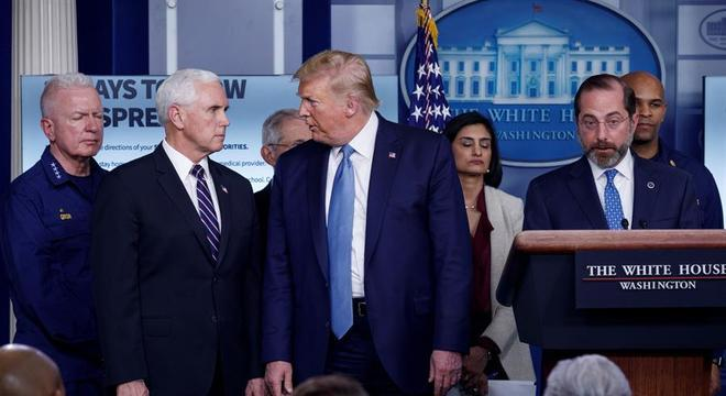 Depois de negar a gravidade da doença, Trump tem dado coletivas diárias
