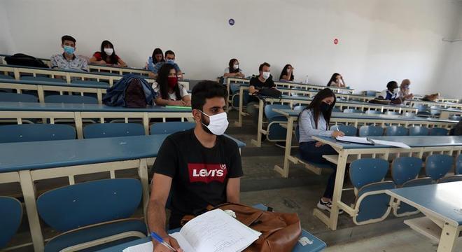 Controle da covid-19 já permitiu a volta às aulas em universidades da Tunísia
