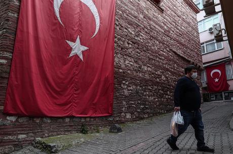 Turquia sentencia militares à perpétua