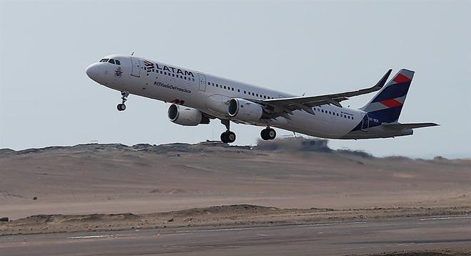 Voos que irão buscar turistas brasileiros chegam a Lima e Cusco na sexta
