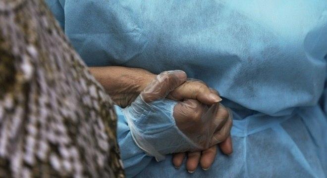 Óbitos continuam concentrados em pacientes com 60 anos ou mais