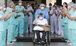 DF - CORONAVÍRUS/BRASÍLIA/ERNANDO PIVETA - INTERNACIONAL - Aos 99 anos, Ernando Piveta, ex-combatente da Força Expedicionária Brasileira, recebeu alta médica, após oito dias internado no Hospital das Forças Armadas (HFA), em Brasília, em virtude de complicações causadas pelo novo coronavírus. Para celebrar o momento, o Exército providenciou honras militares ao veterano de guerra. Em uma cadeira de rodas e com a mão direita apontada para a cabeça, em gesto de continência, Piveta deixou o hospital de boina e com o brasão da Força Expedicionária Brasileira (FEB) sobre o colo. 14/04/2020 - Foto: DIDA SAMPAIO/ESTADÃO CONTEÚDO