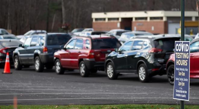 Passageiros esperam até 5 horas para fazer testes em Massachusetts