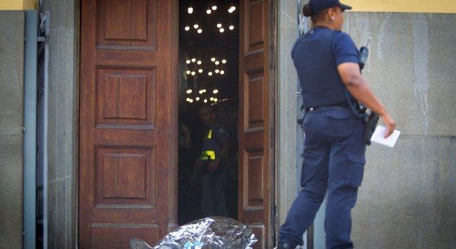Segundo a polícia, homem teria usado duas armas de fogo para atirar em fiéis na Catedral de Campinas