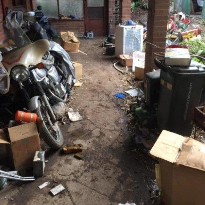 Homem era acumulador e mantinha toneladas de coisas em casa