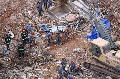 Bombeiros encontraram ossos em escombros