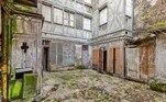 Os donos de uma mansão que vale R$ 217 milhões fizeram uma descoberta nada agradável: um corpo em decomposição no porão