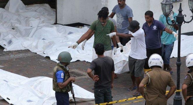 Explosões deixaram ao menos 290 mortos e 500 feridos