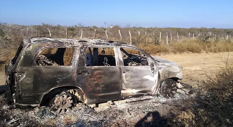 Corpos estavam em caminhonete carbonizada, afirmam autoridades
