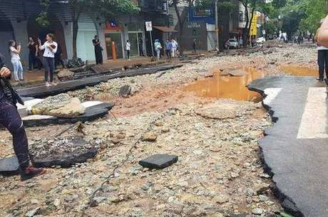 Força das águas do córrego destruiu ruas de BH em 2020