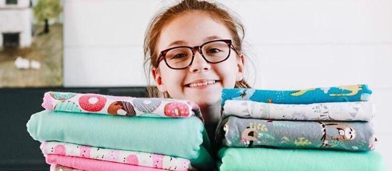 Lucy, de 11 anos, doou cobertores e máscaras durante a pandemia