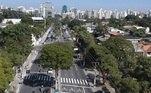 SP - SÃO PAULO/CORONAVÍRUS - GERAL - Vista aérea feita com drone mostrando o movimento de veículos na Avenida Ibirapuera, em Indianópolis, na zona sul da cidade de São Paulo, nesta terça-feira, 19 de maio de 2020, em meio à pandemia do novo coronavírus (covid-19).