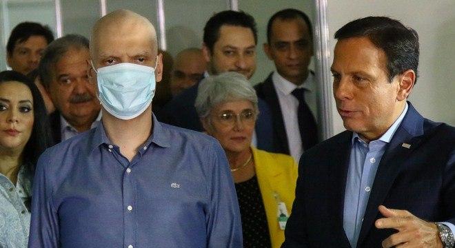 Prefeito e governador de SP acompanham obras em hospitais de campanha