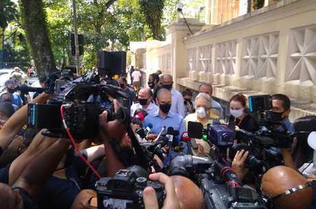 FHC foi ao local de votação acompanhado de Covas