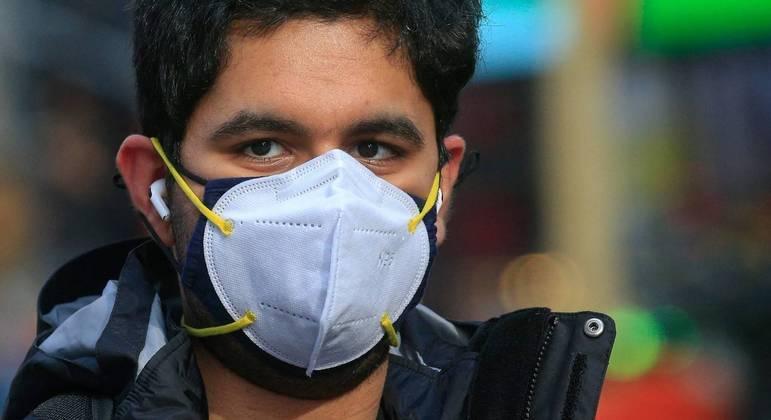 Uso de máscaras sobrepostas aumentam a proteção contra a covid-19