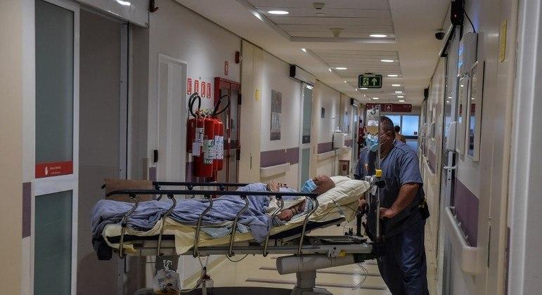 Paciente é transportado em hospital de São Paulo