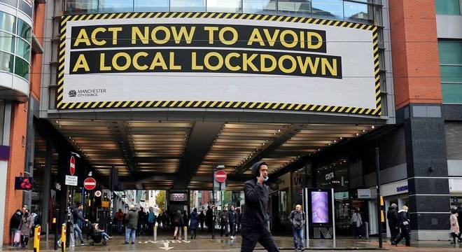 'Aja agora para evitar um lockdown local', diz outdoor da Prefeitura de Manchester