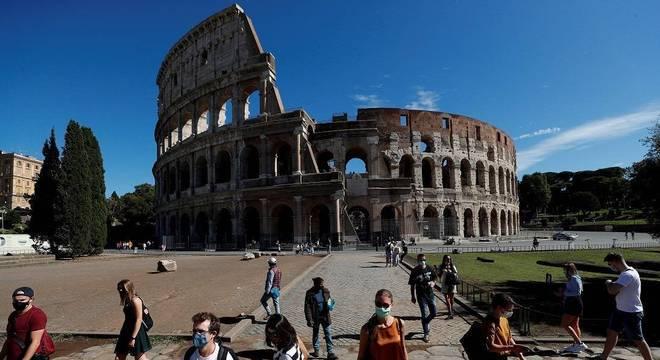 Itália enfrenta nova alta do número de casos diários de covid-19
