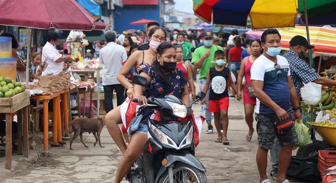 Movimentação em mercado popular de Iquitos