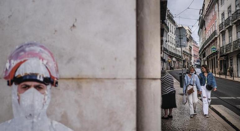 45 município voltarão a ter toque de recolher noturno devido aumento de casos de variante Delta do vírus