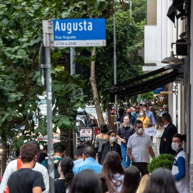 Movimentação na rua Augusta, região central de São Paulo, na quarta-feira (23)