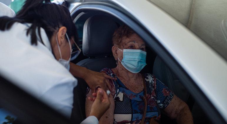 Brasil tem mais de 2,5% da população que já recebeu ao menos uma dose de vacina