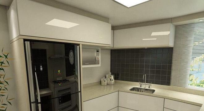 Cozinha em formato l com geladeira preta embutida
