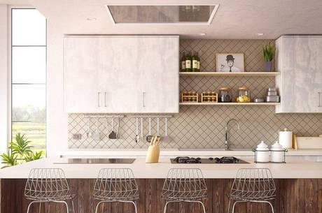 Em ambientes integrados, os utensílios tendem a ficar mais à mostra e se torna parte da decoração do ambiente.