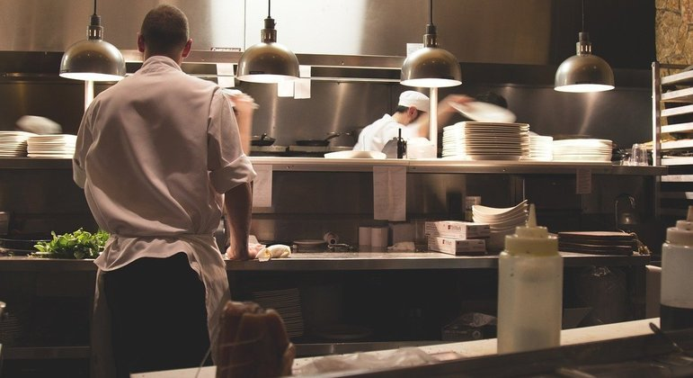Usar a mesma cozinha para a produção de mais de uma marca pode reduzir até 50% dos gastos
